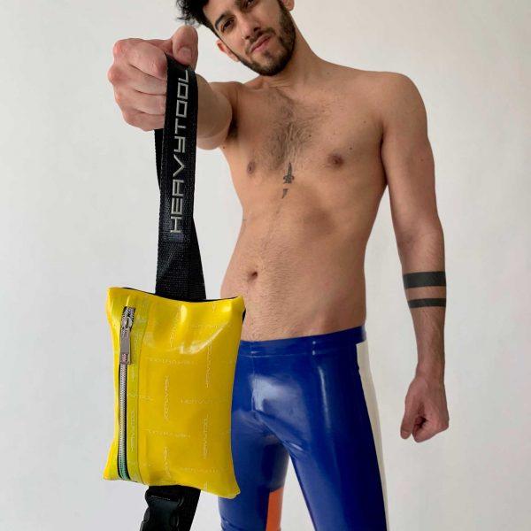Latex Brusttasche, Gürteltasche in gelb mit Reißverschluss, Logo Stoff, Premium Kollektion