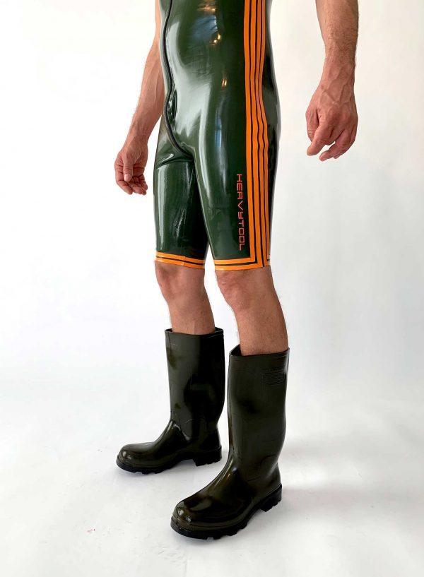 Latex Surf Suit, Kurzarm, olivgrün mit orangen Streifen und Details, Reißverschluss, Premium Kollektion