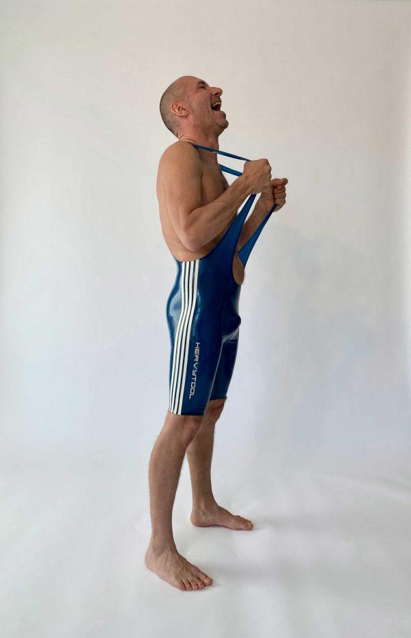 Latex Wrestler Body in transparent blau, mit weißen Streifen und Details