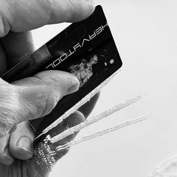clubbing-drugs-cutlery-creditcard-koka-kokain-berghain-nightlife-club2