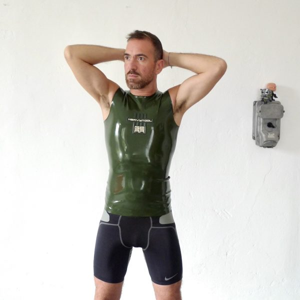 rubber-latex-sleeveless-berlin-fetisch-fetish-mann-männer-herren-man-men-tanktop-sport-sporty-heavytool-oliv-