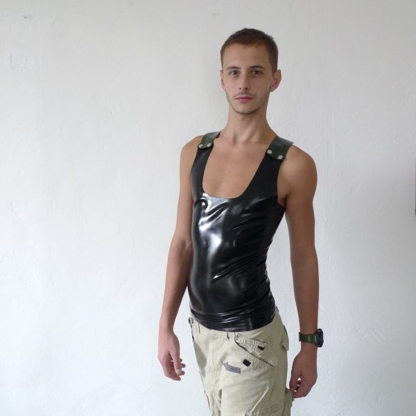 rubber-latex-sleeveless-berlin-fetisch-fetish-schwarz-black-oliv-mann-männer-herren-man-men-tanktop-sport-sporty-heavytool