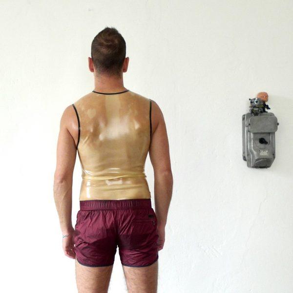 rubber-latex-sleeveless-berlin-fetisch-fetish-mann-männer-herren-man-men-tanktop-transparent-sport-sporty-heavytool