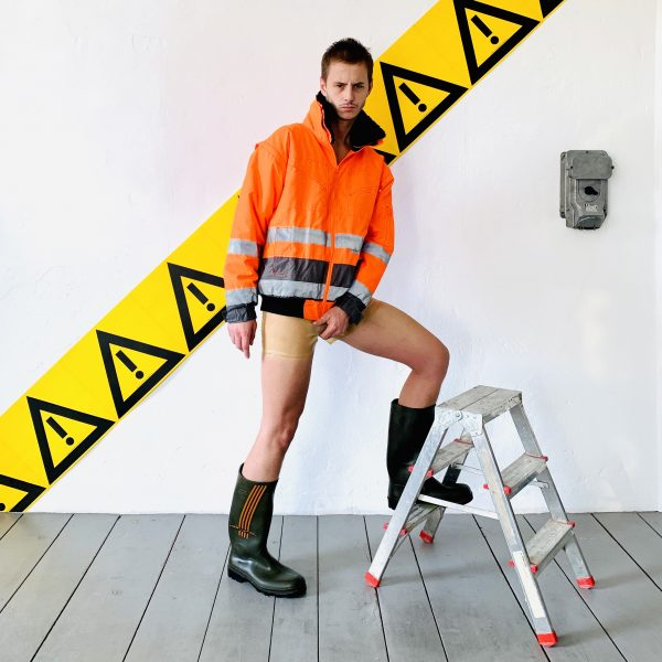 rubber-latex-gummi-hotpants-transparent-berlin-fetisch-fetish-mann-männer-herren-man-men--sport-sporty-gym-fashion-heavytool