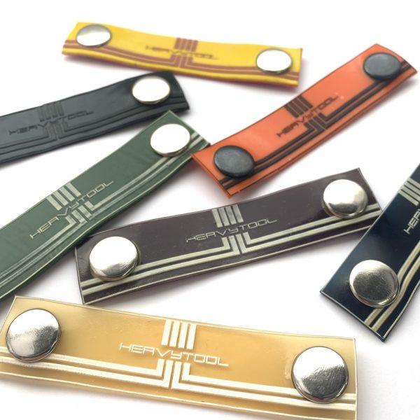 Latex Rubber Klick Logos in vielen Farben. Zum austauschen / selber kombinieren auf Shirts und Hosen