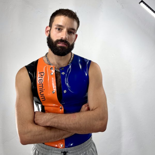 Sporty fetish latex rubber sleeveles, fastfucker button front & design, in black, orange and blue. For men guys boys and queers